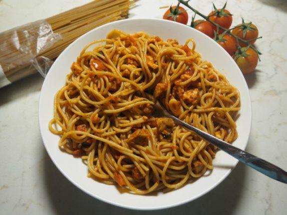 Rychlá veganská večeře - špagety, tempeh, račátka