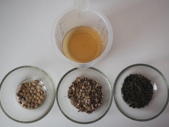 Bylinný ocet je výbornou alternativou klasických kondicionérů.