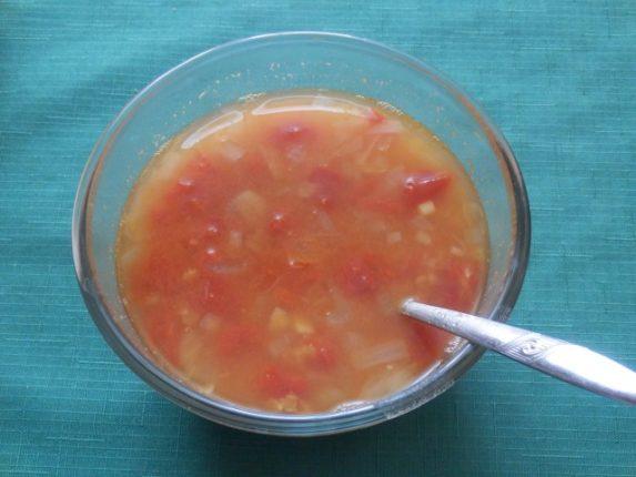 polévka z červené čočky a rajčat plná vůni Indie