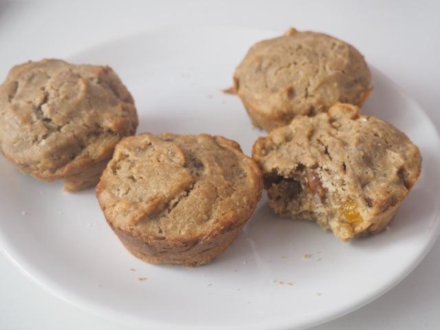 Muffiny slazené kokosovým cukrem si vás získají spojením meruněk a vlašských ořechů.