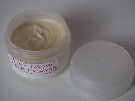 vanilkový tělový krém s lehkou texturou